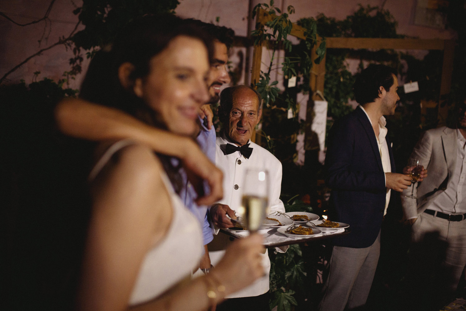 candid shot after cake cutting at quinta do hespanhol portugal wedding photographers based in Lisbon