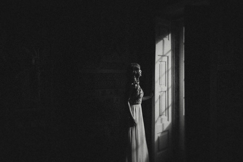 bride waiting before lisbon wedding ceremony