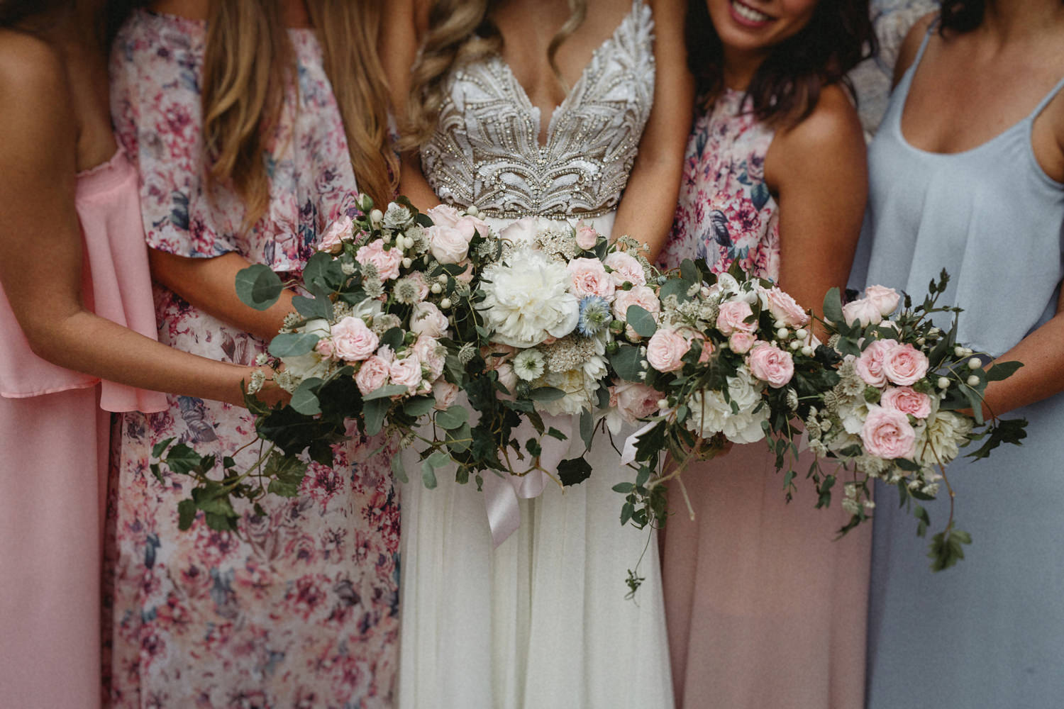 bride and bridesmaids holding their bouquet in lisbon wedding portugal