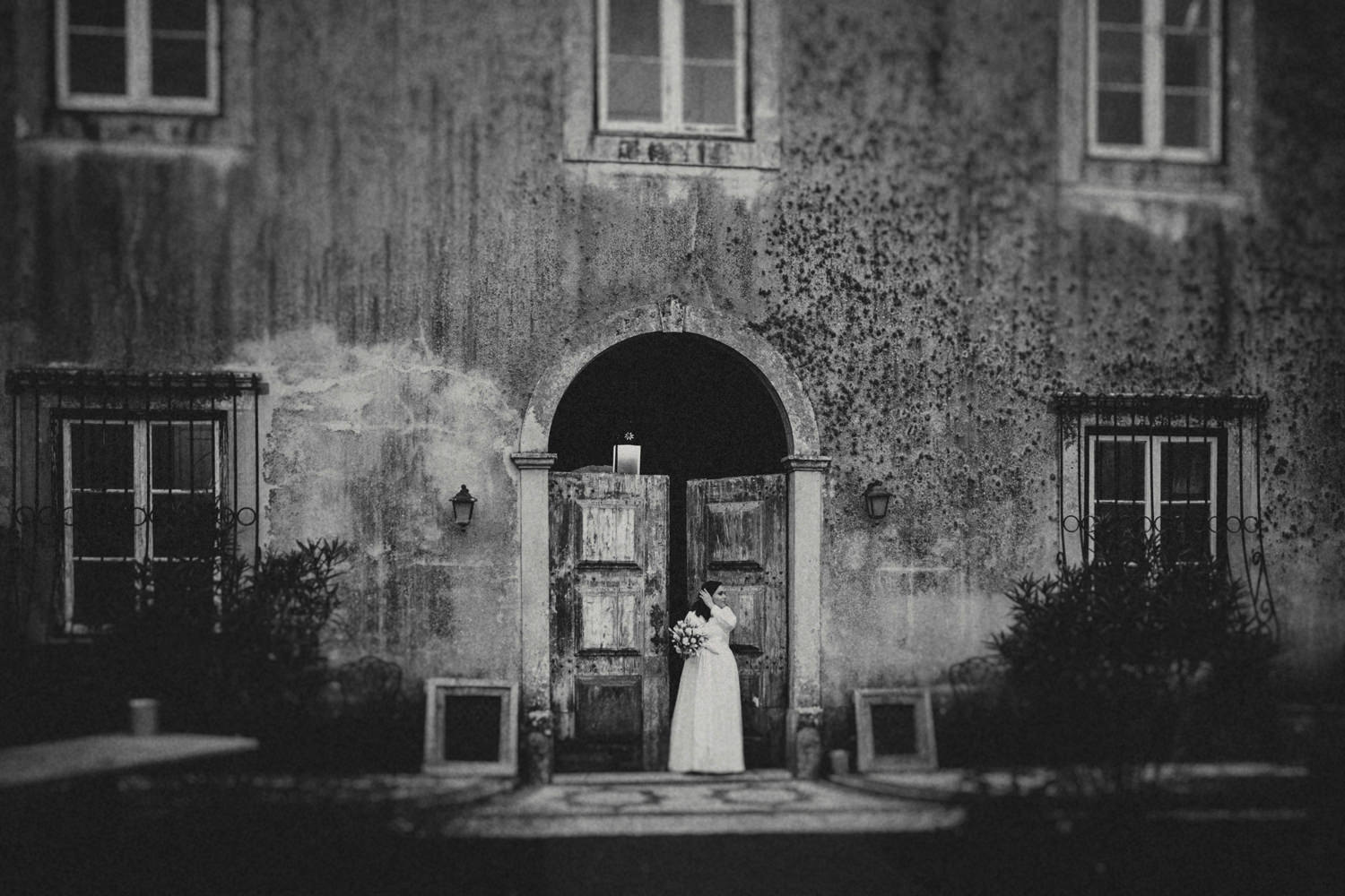 bride waiting for ceremony at the quinta my vintage wedding portugal