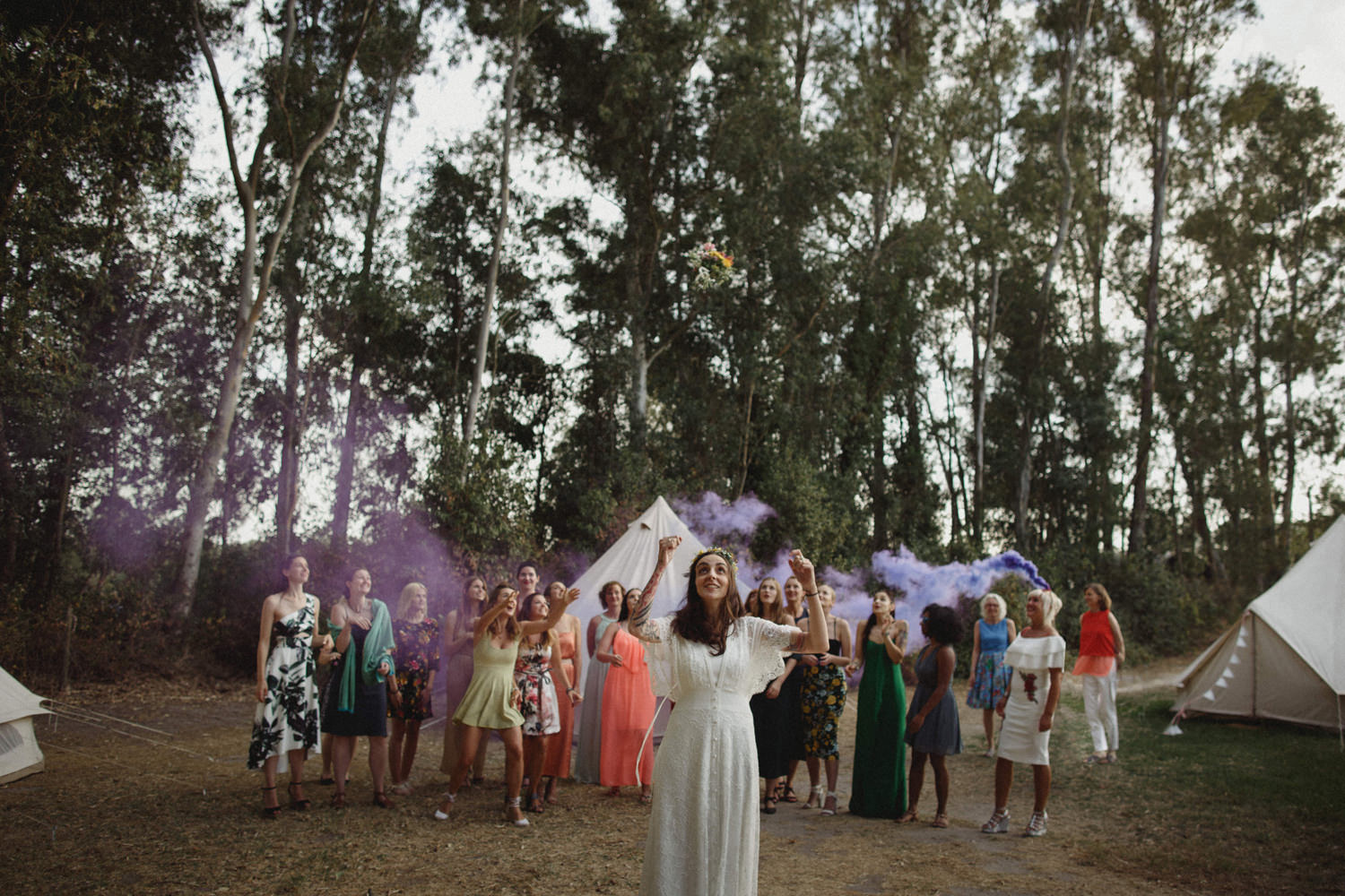 bouquet tossing with purple smoke bomb on a boho wedding in portugal