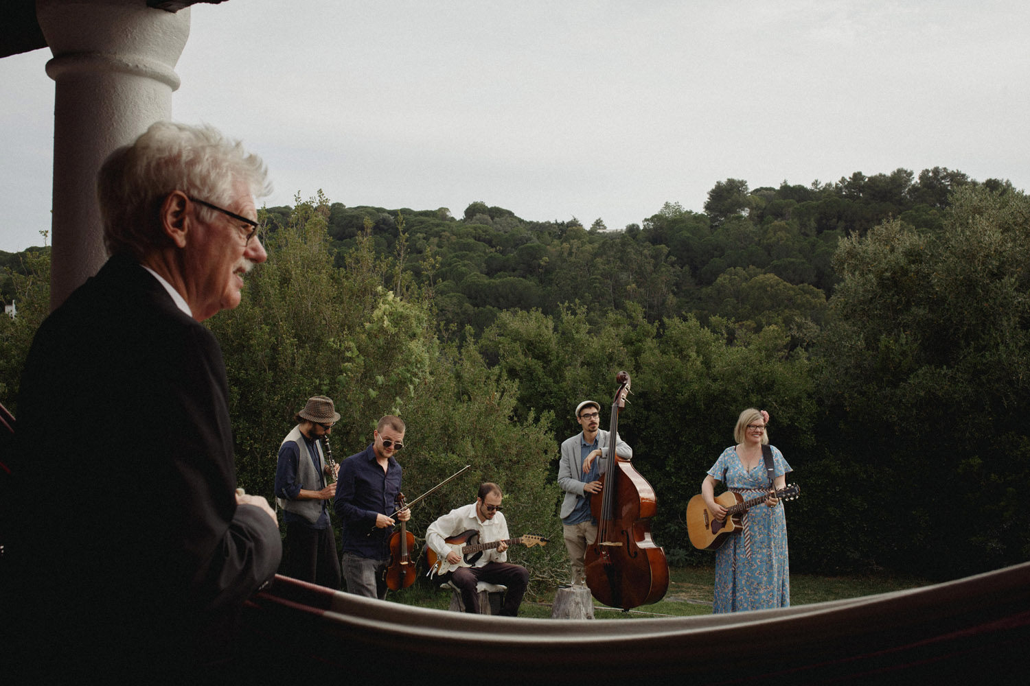 band plays with grooms mother in portugal wedding